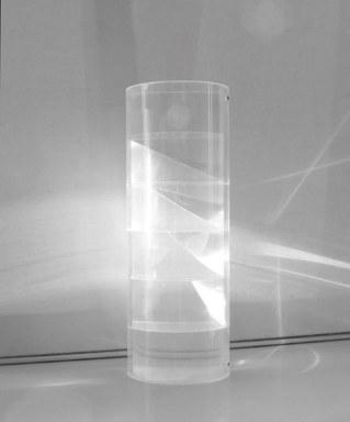 Plexiglas-Zylinders mit Lichtbrechung.