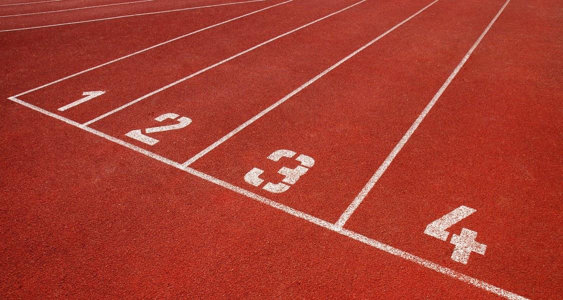Startlinien auf der Laufbahn im Uni-Stadion