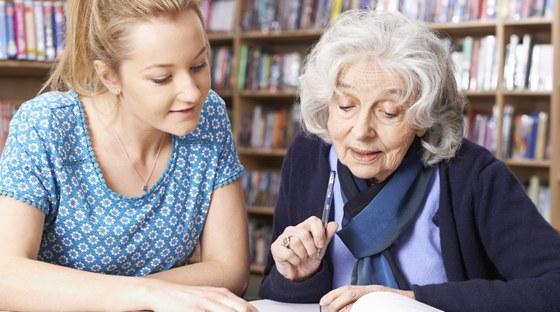Erfahren Sie mehr über die Möglichkeiten, die sich insbesondere interessierten Senioren und Seniorinnen im Rahmen des Gaststudiums bieten.