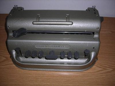 Punktschriftschreibmaschine der Firma Perkins.