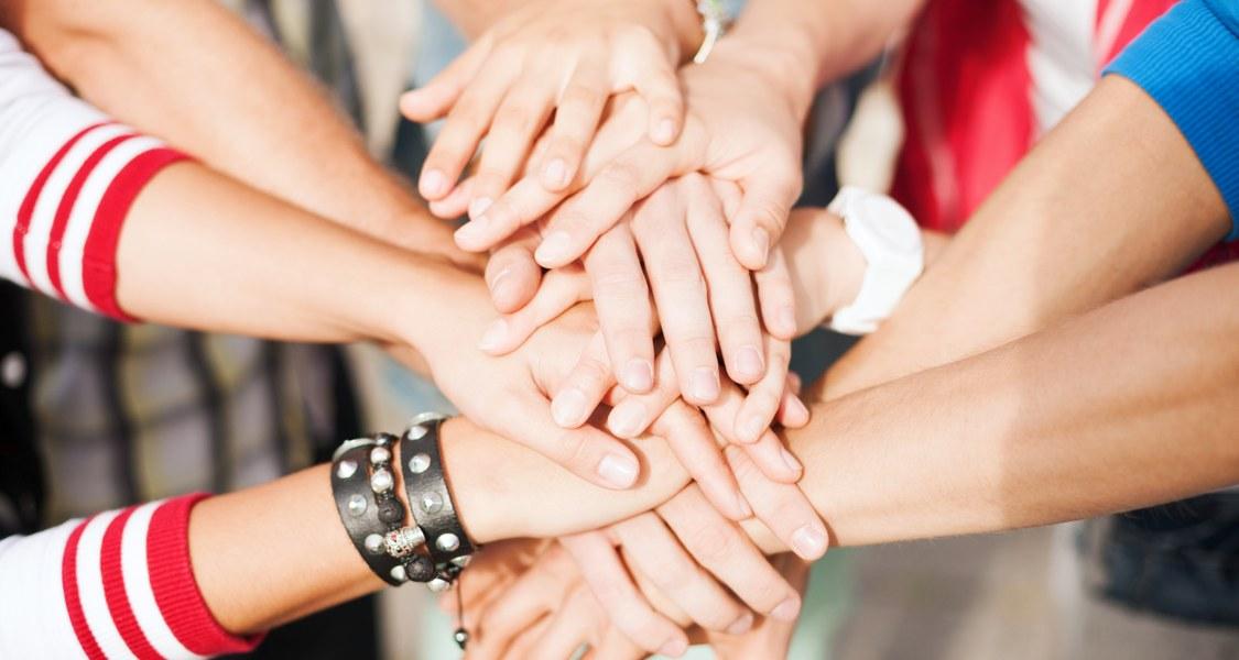 Viele Hände aufeinander.