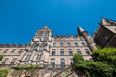 Fassade der Alten Uni von schräg unten