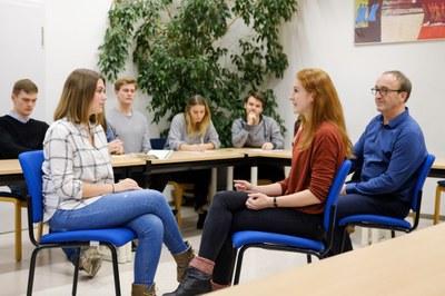 Therapie-Rollenspiel mit Dozent und Studierenden