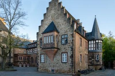 Blick auf einen Flügel des Deutschen Hauses