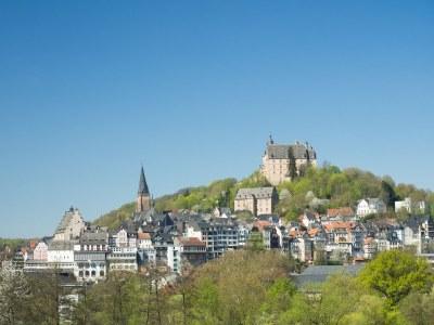 Landgrafenschloss und Oberstadt im Frühling