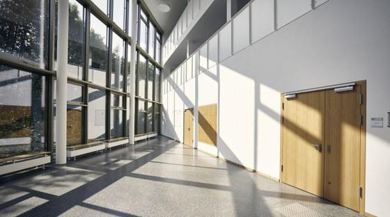 Die Philipps-Universität Marburg bietet eine große Anzahl an unterschiedlichen Räumen für Tagungen und Kongresse; vom Fürstensaal im Landgrafenschloss, über Konzert- und Hörsäle, bis hin zu kleineren Seminarräumen. Für hochrangige akademische Veranstaltungen kann auch die prunkvolle Aula der Alten Universität genutzt werden.