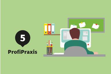 Etappe 5: ProfiPraxis;: Student sitzt an einem PC am Schreibtisch
