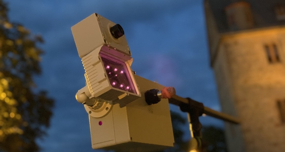 Infrared bat tracking apparatus