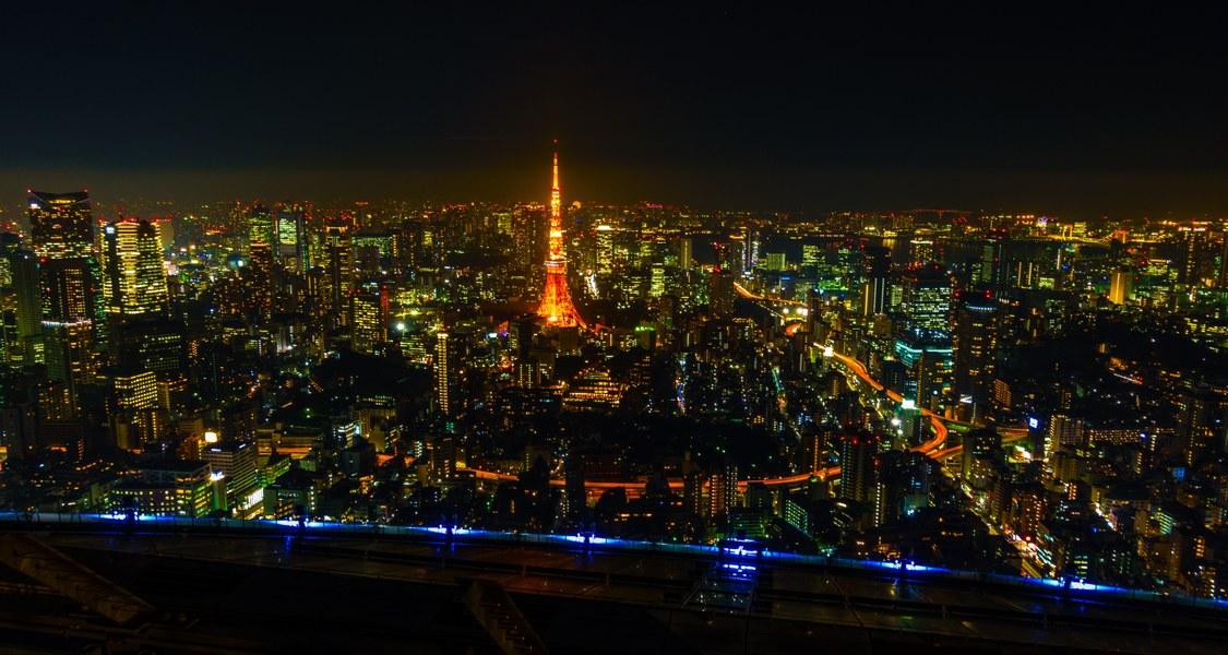 Parnorama of Tokyo at night.
