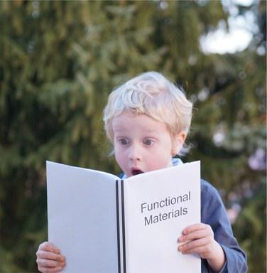 Junge mit FM-Skript.jpg