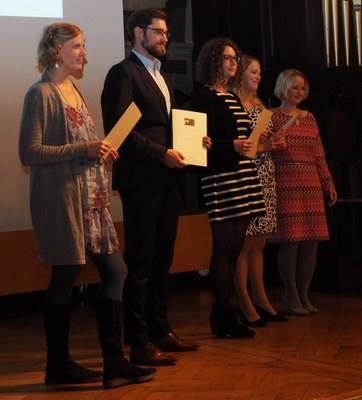 This year's graduates of the Trial-Monitoring Programme: Nele Kirsten Hansen, Jonas Sahm, Lisa Kramer and Lena Marcella Harris-Pomeroy together with Professor Dr. Stefanie Bock (from the left to the right).